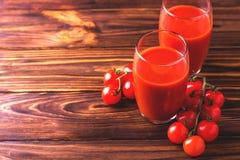 Vidros do suco de tomate Conceito saudável do alimento Imagens de Stock