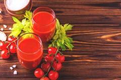 Vidros do suco de tomate Conceito saudável do alimento Fotografia de Stock