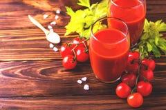 Vidros do suco de tomate Conceito saudável do alimento Fotos de Stock