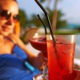 Vidros do tinido dos pares com cocktail Fotografia de Stock Royalty Free