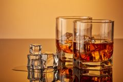 Vidros do uísque com gelo Foto de Stock Royalty Free
