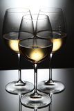 Vidros do vinho branco foto de stock