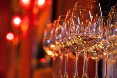 Vidros do vinho branco Foto de Stock Royalty Free