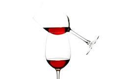 Vidros do vinho tinto isolados no branco Fotos de Stock Royalty Free