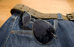 Vidros e calças de brim Imagens de Stock Royalty Free