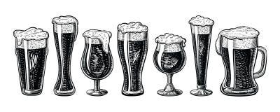 Vidros e caneca de cerveja do vetor Estilo gravado tirado mão do vintage ilustração royalty free