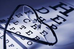 Vidros e foco do diferencial da carta de teste do olho imagens de stock