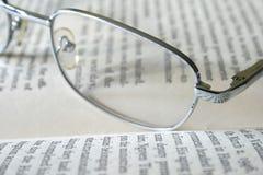 Vidros e livro Fotografia de Stock