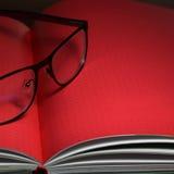 Vidros e livro Foto de Stock