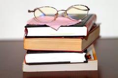 Vidros e livros Foto de Stock Royalty Free