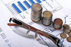 Vidros e moedas Fotografia de Stock