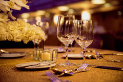 Vidros e pratos vazios fotos de stock royalty free