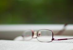 Vidros em um livro Foto de Stock Royalty Free