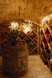 Vidros em uma vinho-adega velha Fotos de Stock Royalty Free