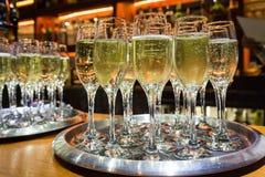 Vidros enchidos do champanhe Imagens de Stock