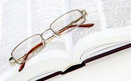Vidros no livro Imagens de Stock