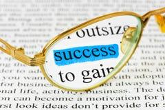 Vidros no texto do negócio e no sucesso da palavra imagem de stock