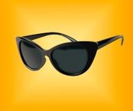 vidros pretos isolados no fundo amarelo o ícone com óculos de sol pretos Fotos de Stock