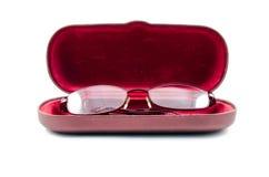 Vidros reasing dobrados dentro da tampa vermelha do caso Foto de Stock