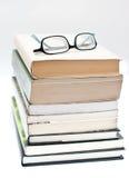 Vidros sobre um livro Foto de Stock
