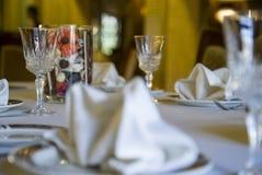 Vidros vazios ajustados no restaurante Fotografia de Stock
