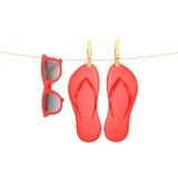 Vidros vermelhos e falhanços de aleta que penduram na corda com os pregadores de roupa, isolados no branco, fundo do verão Imagens de Stock Royalty Free