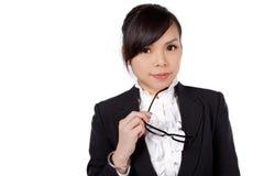 Vidros vestindo da mulher que guardam o quadro imagens de stock royalty free