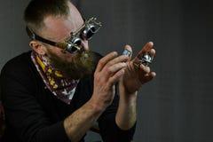 Vidros vestindo do homem de Steampunk Fotos de Stock Royalty Free