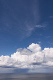 Vidsträckt himmel för Seascape Royaltyfri Fotografi