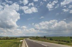 Vidsträckta slättar för väg korsning Arkivfoton