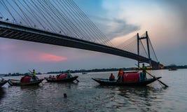 Vidyasagar Setu/i andra hand Hooghly bro fotografering för bildbyråer