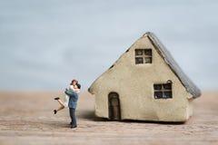 Vie amoureuse de mariage de succès avec de beaux couples miniatures, happine Photographie stock