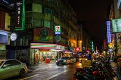Vie Colourful di notte di Taipei Fotografie Stock Libere da Diritti