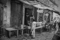 Vie dans la rue dans l'Inde, Varanasi Photo libre de droits