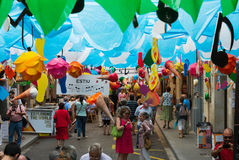 Vie decorate del distretto di Gracia Tema di estate Fotografia Stock Libera da Diritti