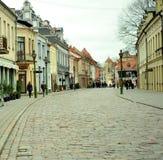 Vie del centro urbano di Kaunas, Lituania Fotografia Stock