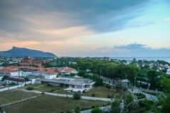 Vie dell'hotel nel villaggio di Camyuva immagini stock