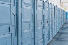 Vie della città chiusa sulle toilette pubbliche di un lucchetto fotografia stock libera da diritti