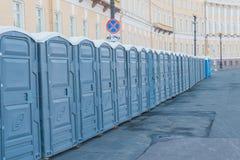 Vie della città chiusa sulle toilette pubbliche di un lucchetto immagine stock libera da diritti