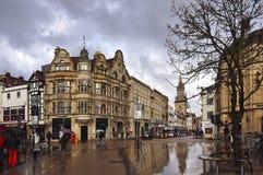 Vie della città di Oxford dopo pioggia, Regno Unito fotografia stock libera da diritti