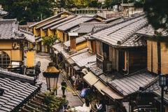 Vie di Kyoto nel distretto di Higashiyama, Giappone fotografie stock