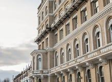 Vie di Londra, Inghilterra - costruzioni e cieli nuvolosi Fotografia Stock Libera da Diritti