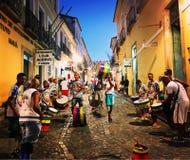 Vie di Salvador, Brasile di notte Fotografia Stock