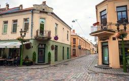 Vie di vecchia città di Kaunas immagini stock