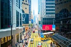 Vie e traffico nel centro finanziario di Hong Kong Fotografia Stock Libera da Diritti