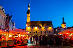 Vie nocturne à Tallinn, Estonie Photographie stock
