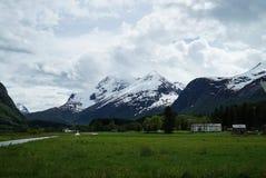 Vie parmi des montagnes Images stock