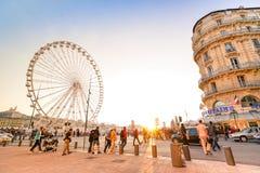 Vie quotidienne avec les personnes et les touristes locaux à Marseille Image libre de droits