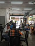 Vie quotidienne dans la ville d'Ipoh, restaurant typique faire tellement ainsi image stock