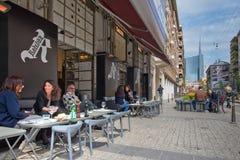 Vie quotidienne de Milan dans la rue au nouveau secteur de Porta N photos stock